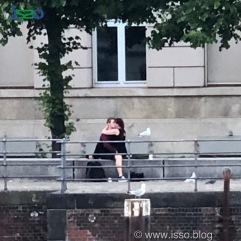 Liebespaar mit Möwen - Das ist doch süße Liebe… und die Möwen schauen zu.